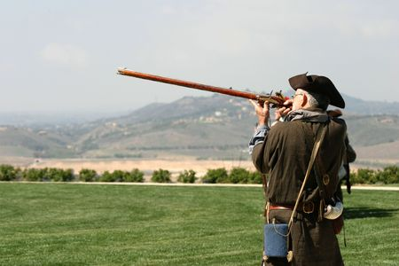 18th century: Revolutionary war Weekend - Battle of Lexington, patriot shooting a gan