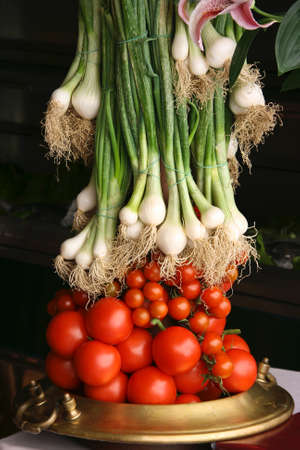 Tomatoes and Onions at the farmers market Stock Photo - 9899631