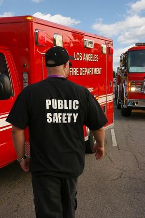 agent de s�curit�: Officier de la s�curit� publique surveille la sc�ne