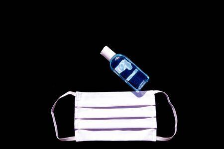 Masque et gel hydroalcoolique pour la protection contre les virus, les allergies, les épidémies et les pandémies mondiales. Pour lutter contre le coronavirus, COVID-19.