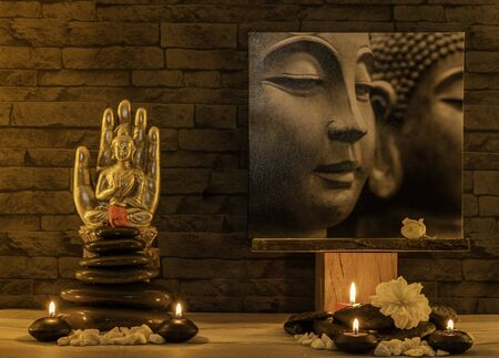 Buddha statue on stone wall background. Standard-Bild