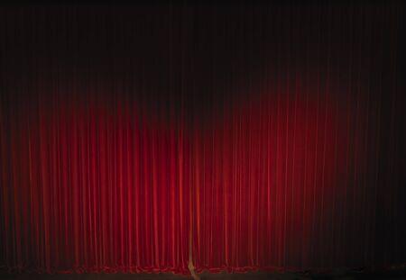 sipario chiuso: agitò il teatro tenda di velluto