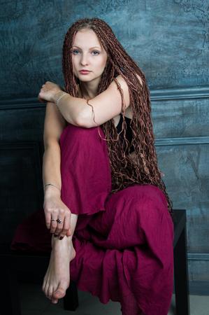 rastas: hermosa mujer joven con rastas