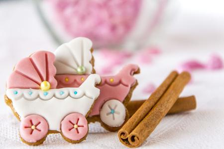 galletas de jengibre: Cochecitos de beb� galletas de jengibre con canela