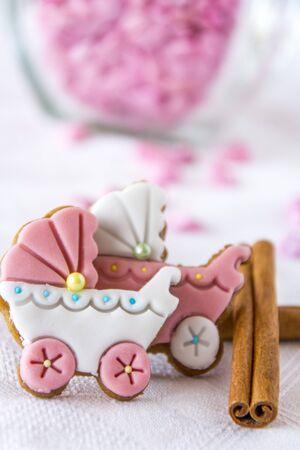 galletas de jengibre: Cochecitos de bebé galletas de jengibre con canela
