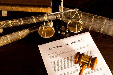 abogado: Ser� el concepto de escala, libro antiguo y martillo