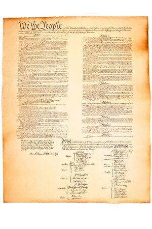 constitucion: Constituci�n sobre el papel de pergamino sobre blanco aislado de los Estados Unidos