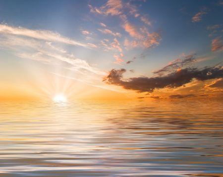 Beatiful sunset in the sea Stock Photo - 6502613