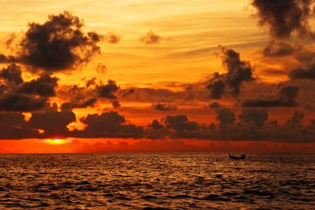 Beatiful sunset in the sea Stock Photo - 6502619