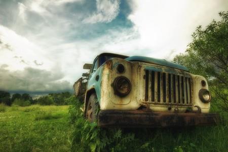 Camión vieja en el campo  Foto de archivo - 7619986
