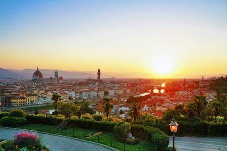 Puesta de sol con vista sobre la antigua ciudad de Florencia. Italia Foto de archivo