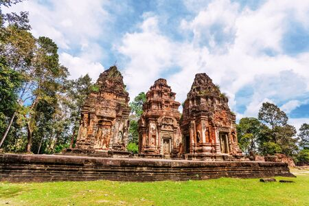 angkor wat: Ancient buddhist khmer temple in Angkor Wat complex, Cambodia