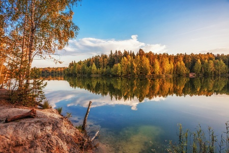 autumnal lake near the forest Stock Photo - 18345881