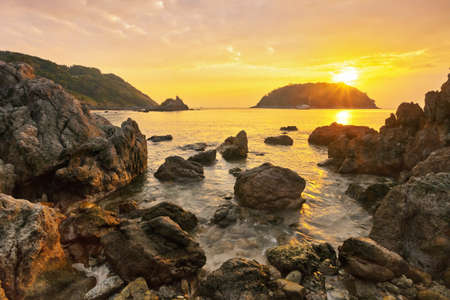 actueel: Rocks at topical beach at beautiful sunset. Nature background Stockfoto