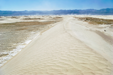 wells: Stovepipe Wells sand dunes, Death Valley National Park, California, USA