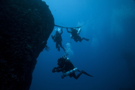 ship wreck: Technical Divers during descent