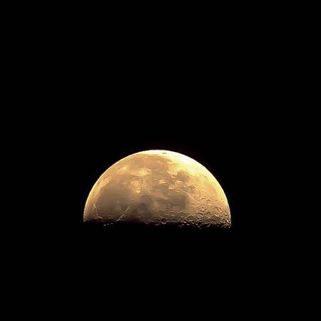 Moon 6 版權商用圖片