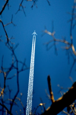 contrail: Contrail over Germantown, Maryland