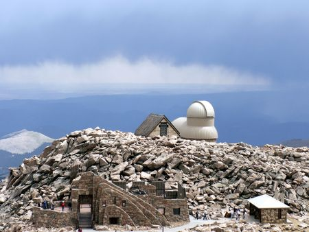 mount evans: Mount Evans Observation Platform with the Crest House Ruins