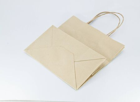 reciclable: Bolsa de papel reciclable aislada en el fondo blanco. Foto de archivo