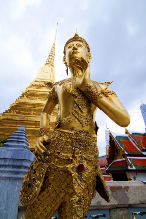 kaew: Statue in Wat Phra Kaew.