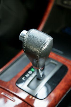 traslados: La palanca de conmutaci�n de las transferencias en el coche