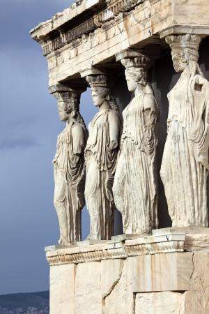 tempio greco: Il Erechtheum � un antico tempio greco sul lato nord dell'Acropoli di Atene in Grecia