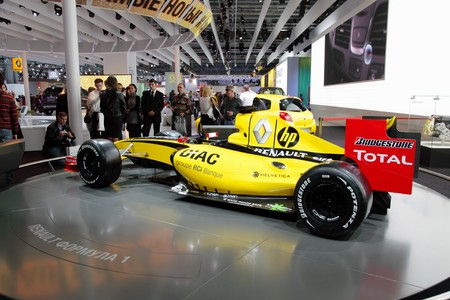 MOSCOW - SEP 5: Renault Formula 1, Moscow international motor show 2010 on September 5, 2010 in Moscow, Russia Editorial