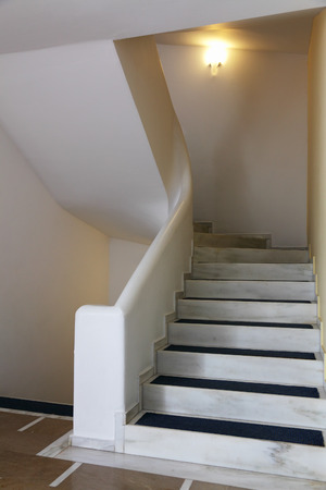 inserts: staircase in marble, with carpet inserts
