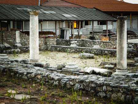 Old columns and ruins in Plaoshnik area, Ochrid, Macedonia. Travel and architecture concept. 版權商用圖片