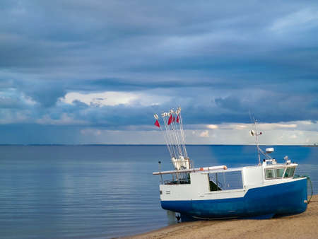 Fishing boat on a Baltic Sea coast in Mechelinki, Poland. Mechelinki is small fisherman's village in poland. Copy Space on cloudy sky. 版權商用圖片