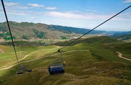 Mountain cable car, rope road on Kavkaz. Reklamní fotografie