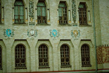 Angle of antique building wth windows. Architecture large building of antique roman style with pillars 免版税图像
