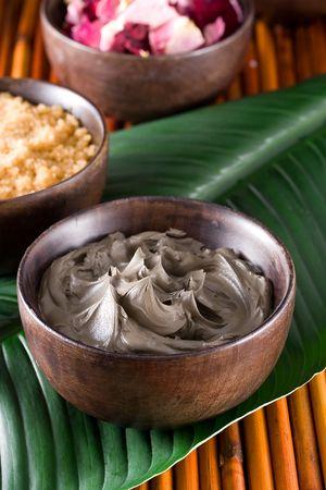 dode bladeren: Gezichtsbehandeling Black Mud