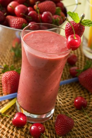 Strawberry smoothie: Ciliegia Berry smoothie  Archivio Fotografico