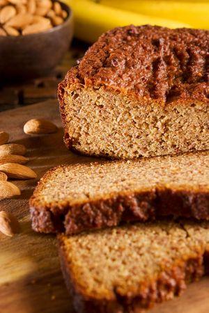 Gluten vrije banaan amandel brood Stockfoto