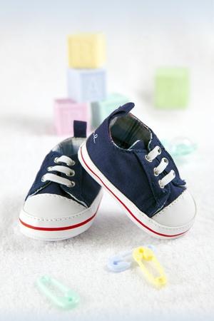 zapatos de seguridad: Zapatos de beb� azul Foto de archivo