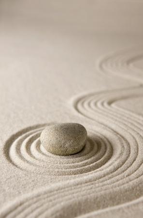 piedras zen: Primer plano de un jardín de rocas en miniatura