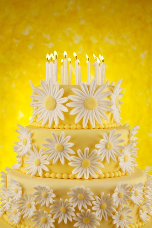 arrangment: Daisy birthday cake