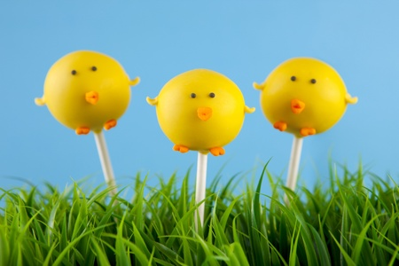 cake pops: Easter chick cake pops