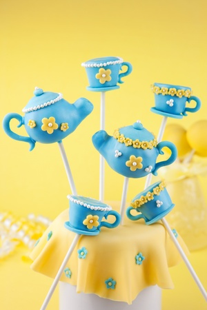 small cake: Teapot and teacup cake pops