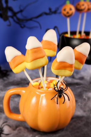 cake pops: Candy corn cake pops
