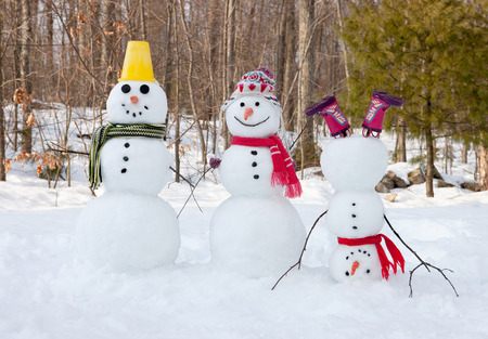 Snowman family Standard-Bild