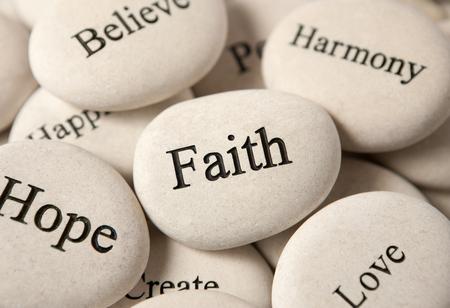 心に強く訴える石 - 信仰
