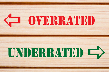 Overrated vs. Underrated words ignorance vs knowledge written on wood wall decor. Imagens - 121911123