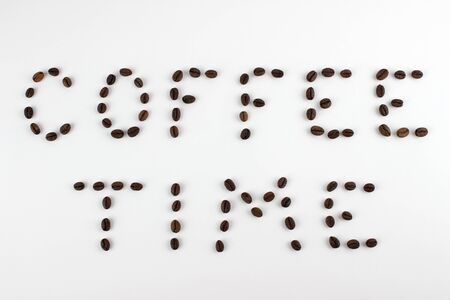 Coffee time text made with coffee beans on  white background. Stockfoto - 130627412
