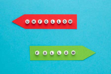 Follow and unfollow words on colorful arrows. Business concept. 免版税图像