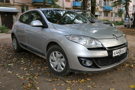 YOSHKAR-OLA, RUSSIA, AUGUST 20, 2017: Renault gray car - silvery parked in the courtyard between trees