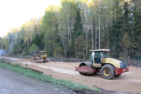 roller compactor: RUSSIA, SEPTEMBER 22, 2017: Repair of the road in the Republic of Mari El Editorial