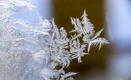 Beautiful  ice pattern on window in winter. fabulous Frosty winter pattern at  glass. 스톡 콘텐츠